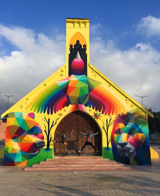 Tembok Gereja Ini Jadi Nyentrik Berwarna-warni, Ada Gambar Binatang Beruang dan Hewan Singa